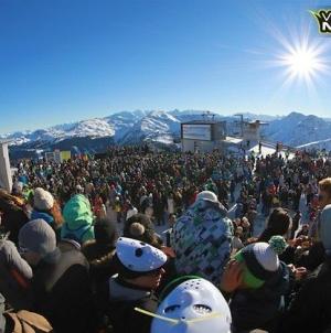 Karácsonyi vásár helyett: techno parti az Alpokban