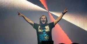 David Guetta oldschoolban nyomja…