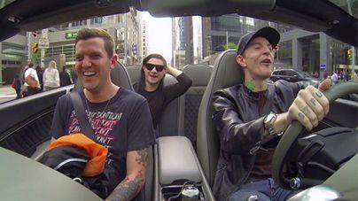 Üljünk be Deadmau5 kocsijába, kávézni indulunk a haverokkal!