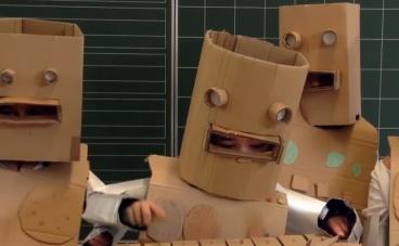 Egy német általános iskolai osztály Kraftwerket ad elő!