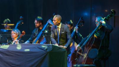 Jeff Mills és az Óbudai Danubia Zenekar koncertje a Budapesti Tavaszi Fesztiválon