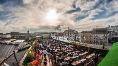 Corvin Rooftop Yoga – Kezdd a napot jógával a város felett!