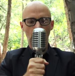 Moby eladja a szintetizátor- és lemezgyűjteményét