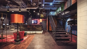 Rendhagyó design és élő DJ-show: megnyílt az első JOHN REED Fitness Music Club Budapesten
