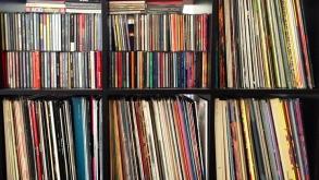 25 éves csúcson a lemezeladás Nagy-Britanniában