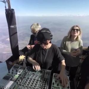 Magda 2000 méteres magasságban zenélt, egy hőlégballonon!