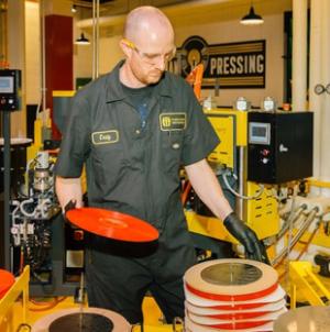 Újra gyártanak bakelitlemezeket Detroitban