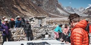Paul Oakenfold 5100 méter magasan zenélt tegnap a Mount Everesten