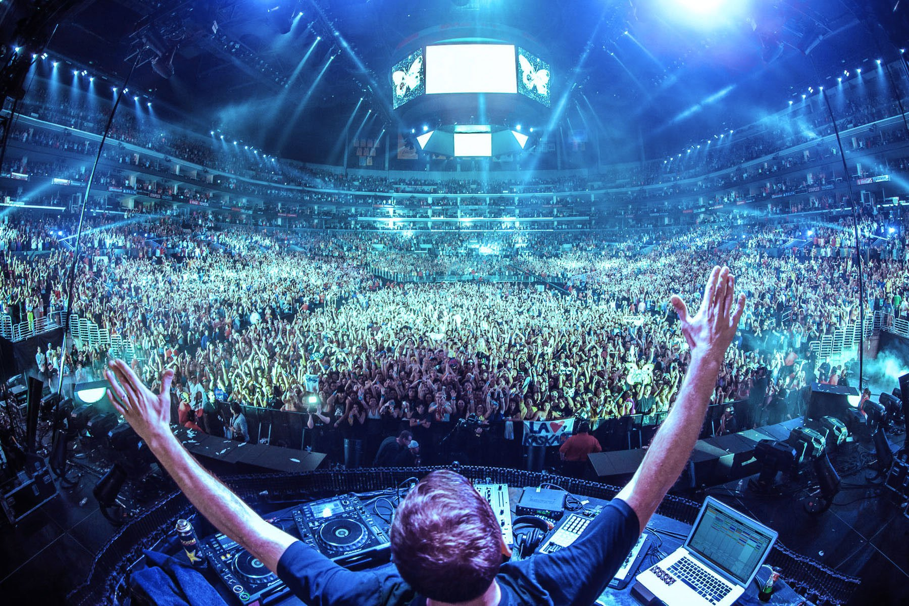 Six-EDM-Festival-Tips-for-a-Better-Time-The-Clothes-Maiden
