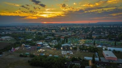 Színház, folk- és világzene a FEZEN-en – új programhelyszínnel bővül a székesfehérvári fesztivál