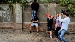 Jópofa trash zenét írt egy német zenész a Berghainról