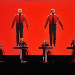 Hoppá! Nyáron a magyar határ tőszomszédságában lép fel a Kraftwerk!