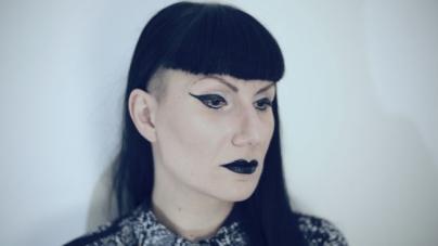 Szólólemezt adott ki Emke, a Black Nail Cabaret énekese
