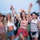Feltörekvő producer dekoratív kísérőket keres maga mellé a Coachella Festival-on