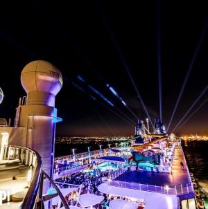 Vendégeket és DJ-ket is letartóztattak az óceánjáró partyhajón