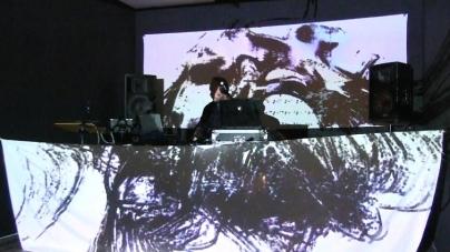 Interjú – Hevesi Dániel Marcel kortárs – absztrakt – festőművész, aki underground techno zene inspirálta festményeket készít