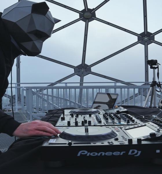 Kivételes helyszínekről közvetítenek minőségi elektronikus zenét 2. rész